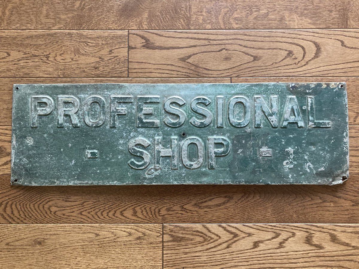 Cool old sign that we recently found 😎  It was at Oakville Golf Club from 1929 - 1968 while Les Louth was the pro.   Later, it was at Twenty Valley Golf Club in the 70s with George Louth.   In the 80s George brought it here and it stayed in the pro shop until the early 90s! https://t.co/OQas81urks