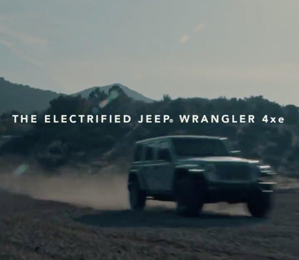 個性的な車を偏見で紹介するbot ラングラープラグインハイブリッドティザー動画にて プラグインハイブリッドのラングラーに気がついてないのんびりした馬 ブロンコ テスラのサイバートラックの公開綱引き対決 ダッジのデーモン 悪魔 に対抗してカマロの