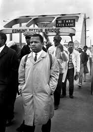 My favorite thing about John Lewis is that at ComicCon, he cosplayed as his younger self, wearing the same coat and backpack he wore at the March on Selma and led kids in a little march around the convention. 🖤 https://t.co/6T2sgRZehz