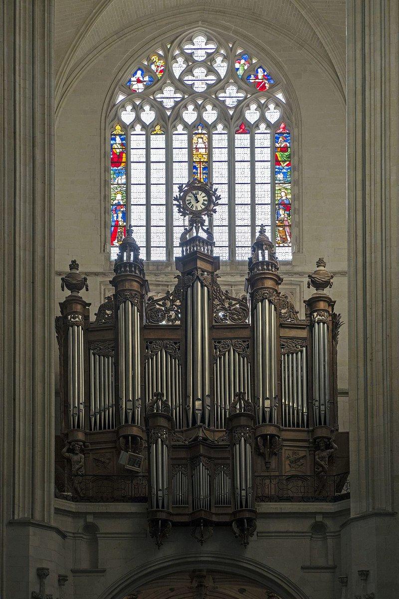 Comme le montre cette terrible image publiée par @F3PaysdelaLoire, les dégâts sont considérables : ici se dressait jusqu'à ce matin le grand orgue de la cathédrale de #Nantes, construit au XVIIe et au XVIIIe siècle, qui avait survécu à à l'incendie de 1972 😭 https://t.co/IVdyK89l5S