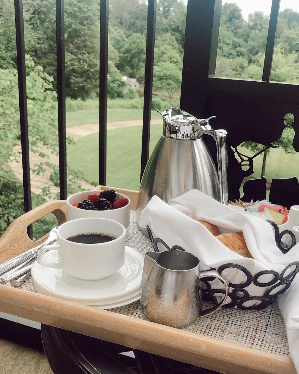 It's a #breakfast on the balcony kind of morning. #roomservice #weekendmood #saturdaygoals #brunch #brunchgoals https://t.co/Gu5kUEZHR7