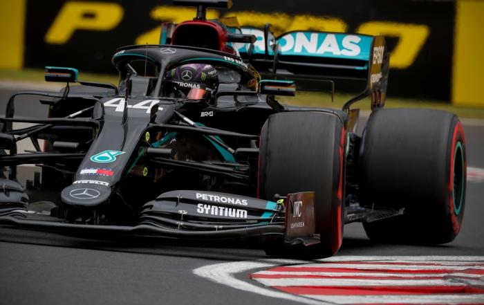 #F1 #HungarianGP | Hamilton manda en Hungría y suma su pole 90 https://t.co/1lHb0Qe1GA https://t.co/d4O97OytHx