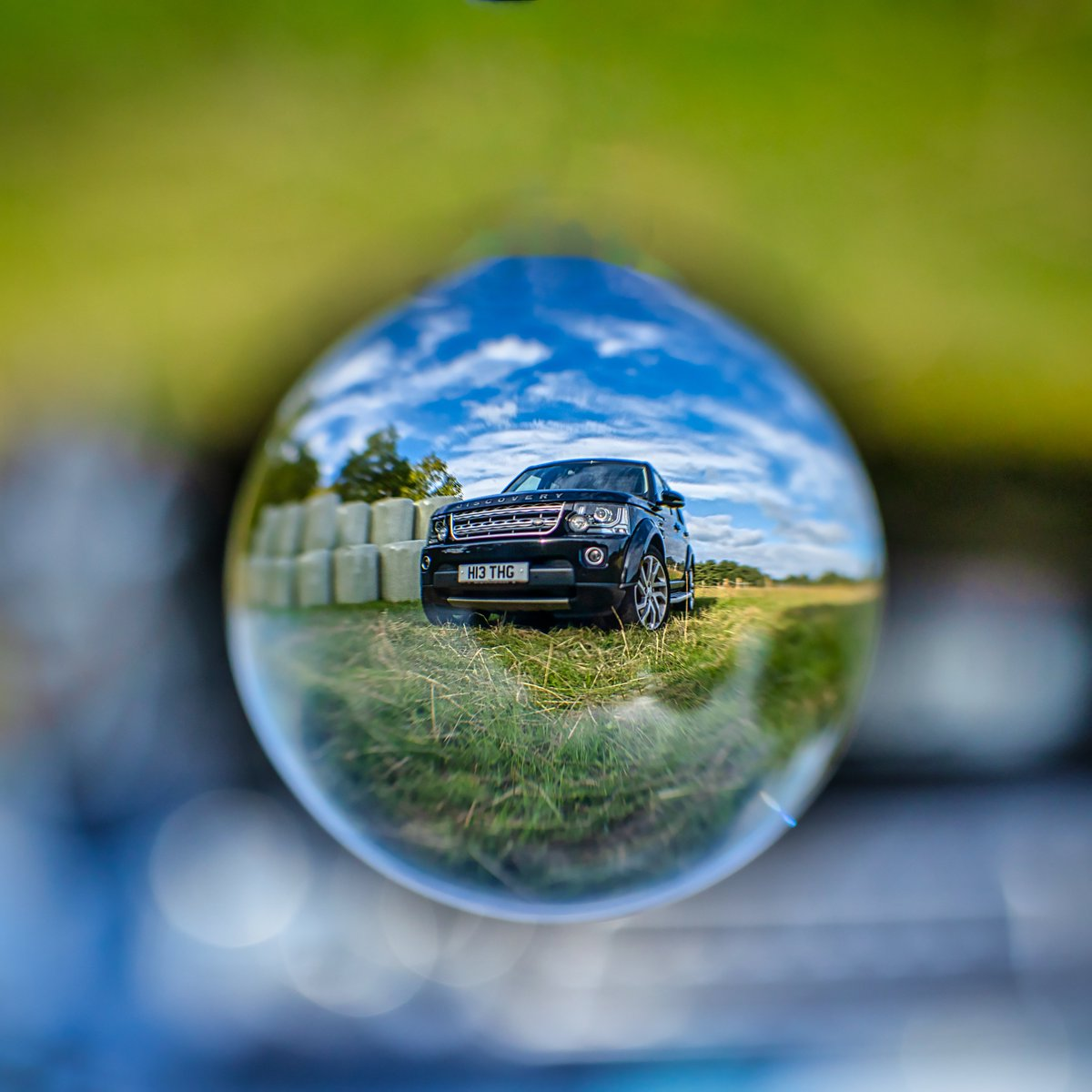 My first attempt with the @refractique Lensball - need loads of practice but D4 wont mind posing for a few shots ! #mirrorless #mirrorlessgeeks #canon #canoneosr  #creativeshot #artofvisual #artofbokeh  @Lightroom #lightroom #photography #photooftheday #landrover @LandRover_UKpic.twitter.com/hVQpPMGvo5