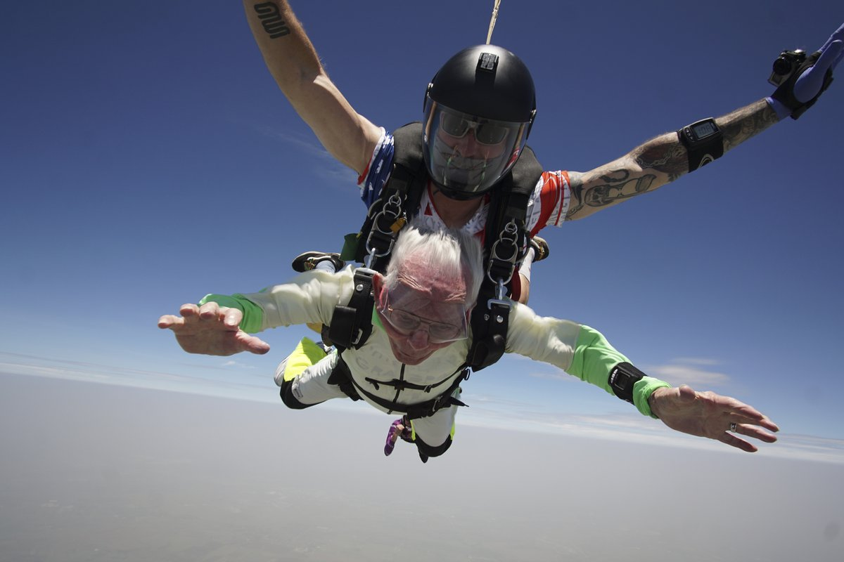 103- year-old Al Blaschke wrote his name into the history books by becoming the world's oldest person to do a tandem sky-dive. https://t.co/t0Hb9JarSF
