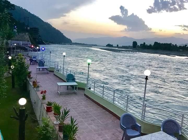 Fizaghat park, Swat valley  🇵🇰 https://t.co/DFYVHfIfcf