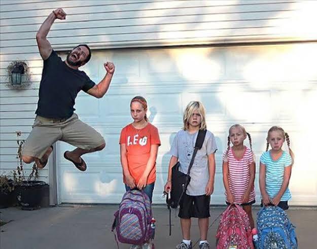 學校假期旅行時,最高興的人 EdPm0taUYAAzCRh