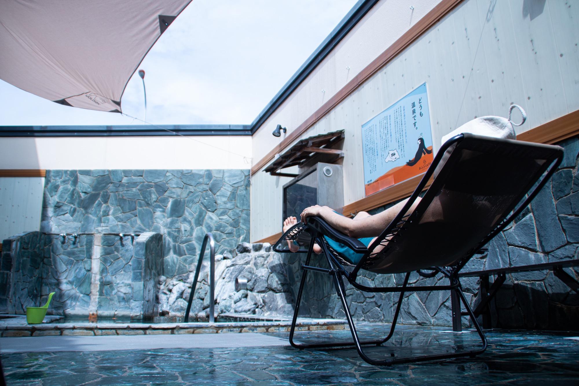 """টুইটারে おふろcafé utatane: """"さいたま市では久々に太陽が顔を覗かせました☀️ お天気の日は、露天風呂のテラスで外気浴がぴったり。いろいろな形のととのい椅子を用意しているので、自分だけの心地よいスペースを探してみて ..."""
