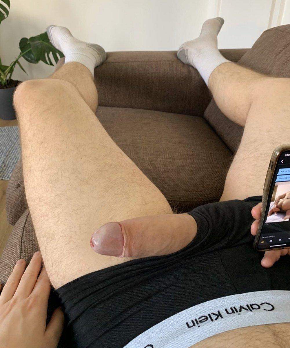 Caught my boyfriend messaging his fuck boys on Grindr https://t.co/6Iyq7p94ks
