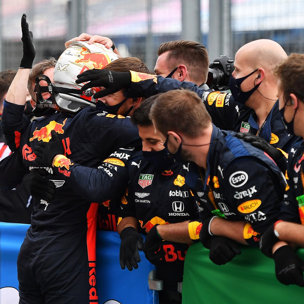 First of all a big thanks to my mechanics for doing an incredible job fixing the car in record time 💪 I'm very happy finishing 2nd! #KeepPushing 🇭🇺 #HungarianGP https://t.co/FKSEEfAyNA