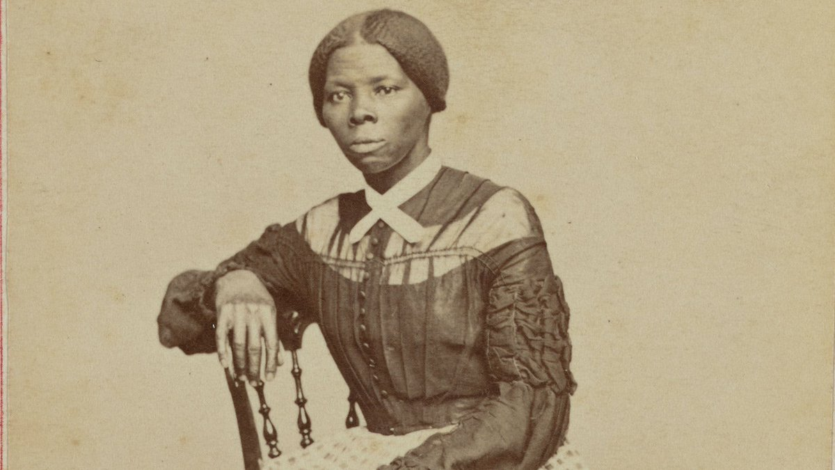 Harriet Tubman made 19 trips along the Underground Railroad to free over 300 enslaved people between 1850-1860. She once had a $40,000 ($1.2 million in 2020) bounty on her head. She carried a pistol on her for protection from slave catchers and slaves who wanted to turn back. https://t.co/YLcHZDJAaj