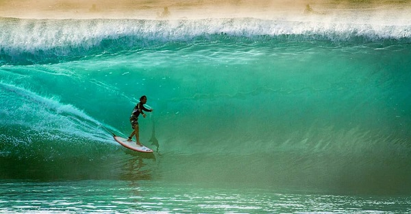 Sad news about the loss of Hawaii's first male World Surfing Champion - Derek Ho. Even a few months ago at 55 years old, he was styling at Pipeline, the site of his 1993 championship win. Surfing will miss his effortless style and big smile. Prayers to his family and friends. https://t.co/3qbJvBfyMl