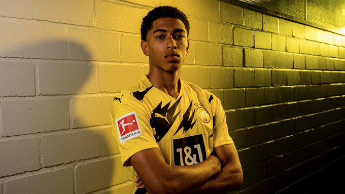 Hey Jude 💛🖤  Jude Bellingham completes his move to Borussia Dortmund.   The 17-year-old joins for a fee in excess of £26m. https://t.co/BLHz7bAgkY