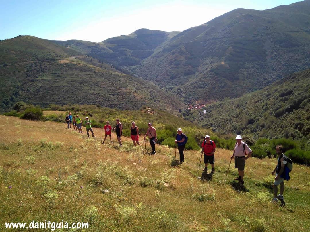 En la excursión de este domingo caminamos por los senderos de #urdanta https://t.co/HvxRs7Lvr8 #valledeloja #Ezcaray #sierradelademanda @info_ezcaray  #trekking #naturaleza #montaña #ebikes #guiasdemontaña #bicicletas #mtb #senderismo #btt #mtbguide #alquilerdebicicletas https://t.co/575HetKIQR
