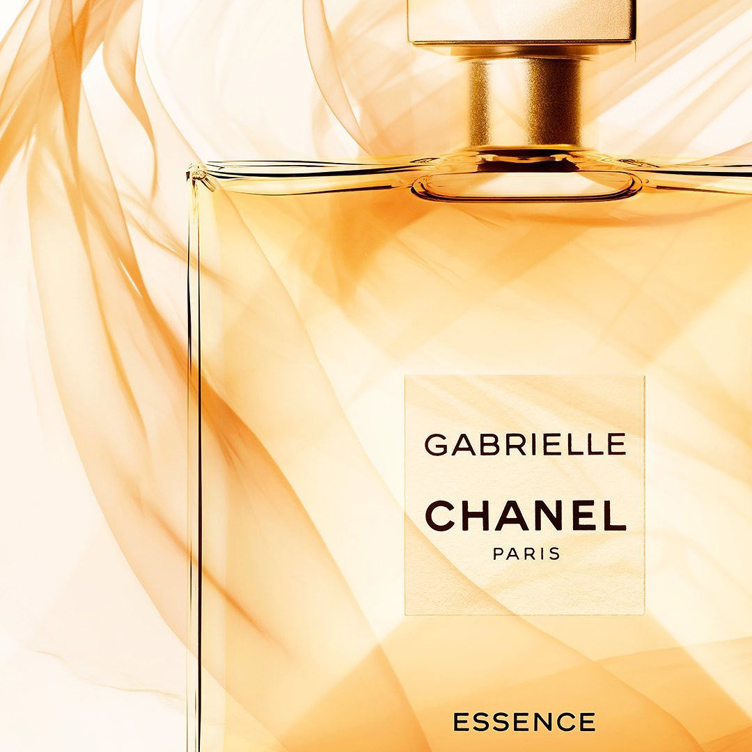 GABRIELLE CHANEL ESSENCE. Solar & voluptuous, this new interpretation is the fragrance of an imaginary flower, faceted with jasmine, ylang-ylang, orange blossom & Grasse tuberose. #GabrielleChanel  Discover #ChanelFragrances at #ColorCafe East Park Mall & Levy Junction Mall now! https://t.co/xZyCfauReK