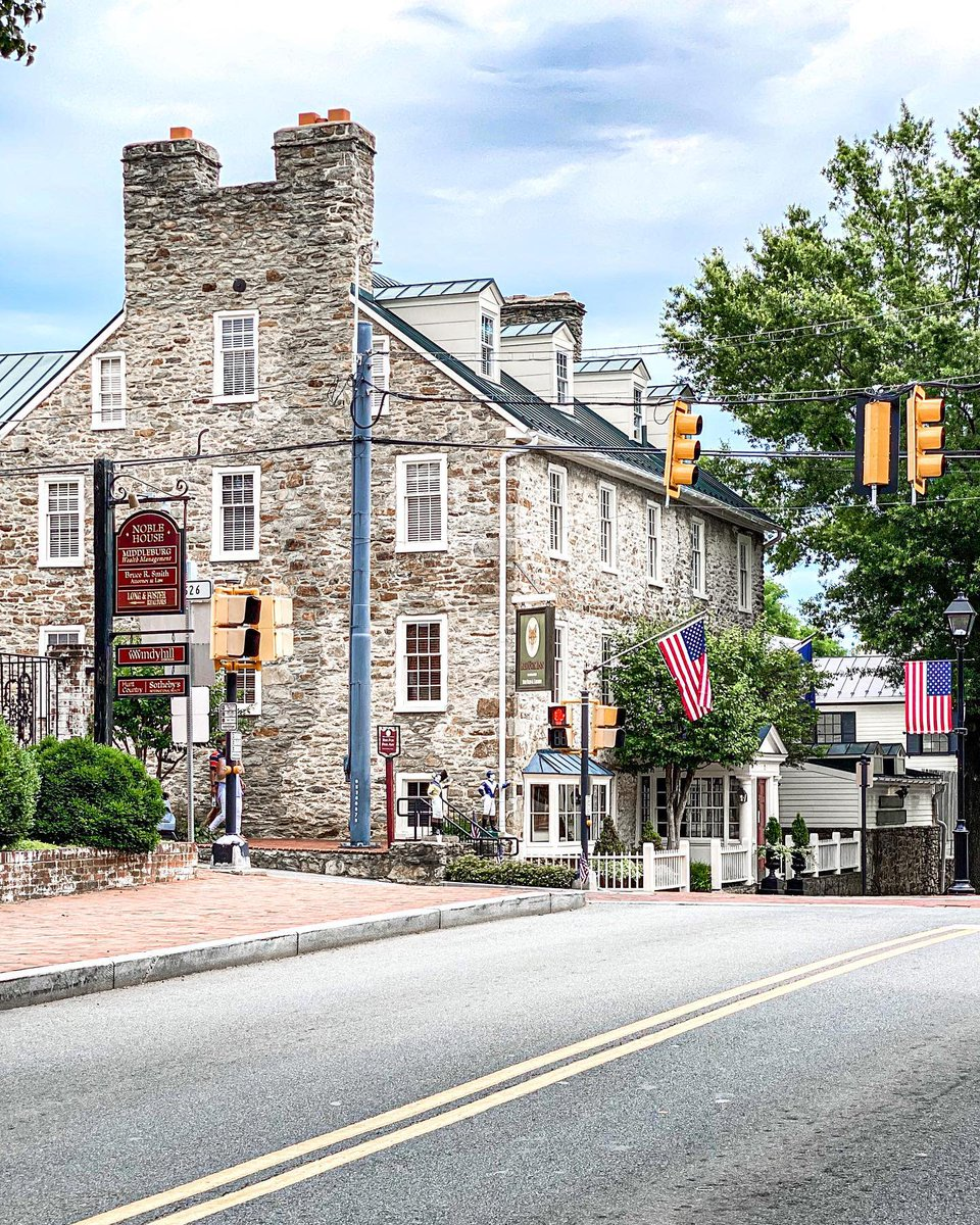 New and old, there is always something to #discover in the charming village of Middleburg. #LoveLoudoun #LoveVA #visitvirginia #middleburg #middleburgva https://t.co/Vbxc91Wpm4