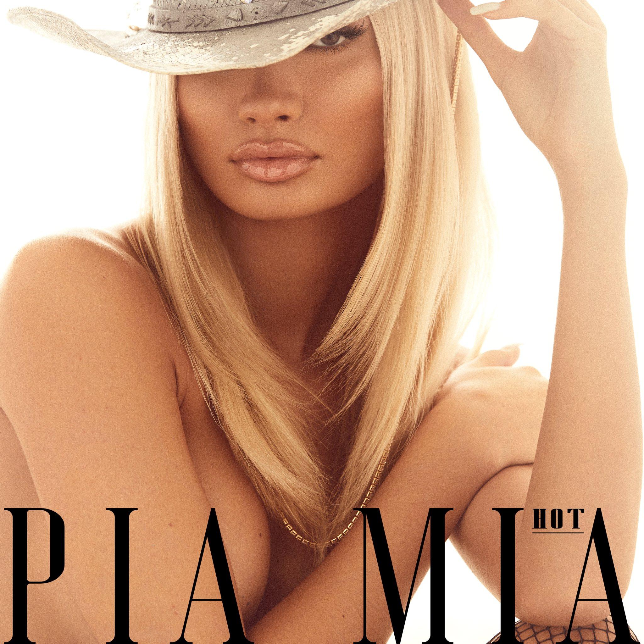 "Pia Mia >> single ""HOT"" EdZvS_WU4AAXpTv?format=jpg&name=large"