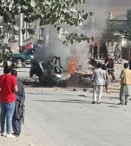 #Kabul: Reports of a magnetic bomb blew up a police vehicle in PD4 of the city, reportedly all onboard were killed or critically injured. #Afghanistan pic.twitter.com/W6jVPFuW0t