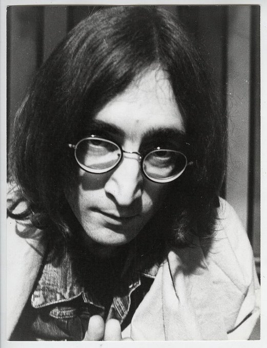 Black cloud crossed my mind Blue mist round my soul Feel so suicidal Even hate my rock and roll John Lennon The #Beatles via @carlosgvizcaino