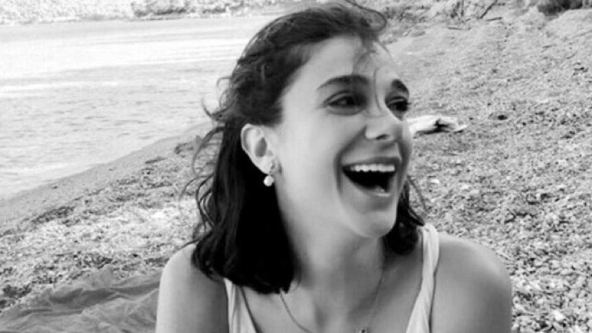 """""""Türkiye'de kadın olmak zor, ama kadın ölmek kolay.""""  #pinargultekin https://t.co/axbbvC66qH"""