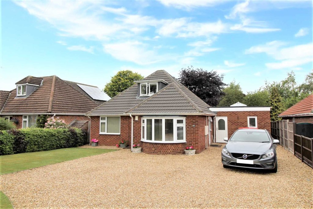 VILLAGE LIFE!   VILLAGE LIFE!  Sudbrooke Lane #Nettleham #Lincoln  Asking price £415,000.   🎥 VIDEO TOUR AVAILABLE 📺   Full Property Link: https://t.co/vpJJEQw5mf  Call 01522 404040 to arrange your viewing 📱   #Familyhome #Extended #Refurbished #Villagelife #ForSale https://t.co/6euhwbv4cd