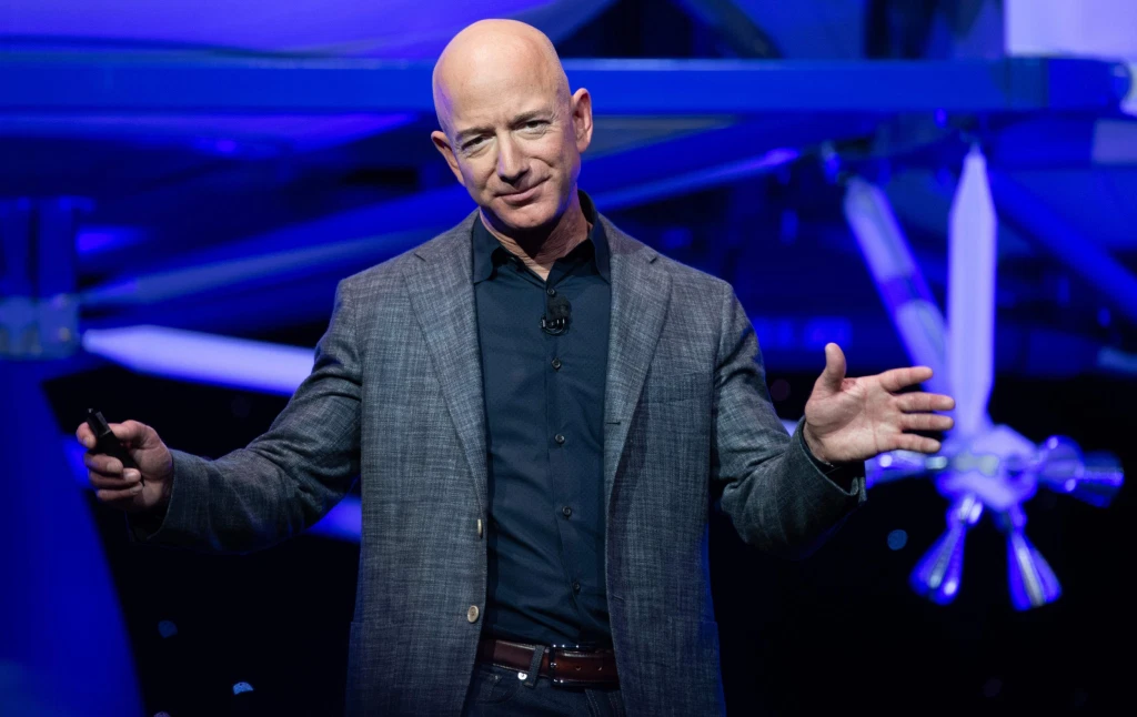 Amazon founder Jeff Bezos broke records yesterday as he saw the largest ever growth in wealth in one day. The mogul earned a whopping $13 billion dollars in just 24 hours, bringing his net worth to $189.3 billion. (THREAD)
