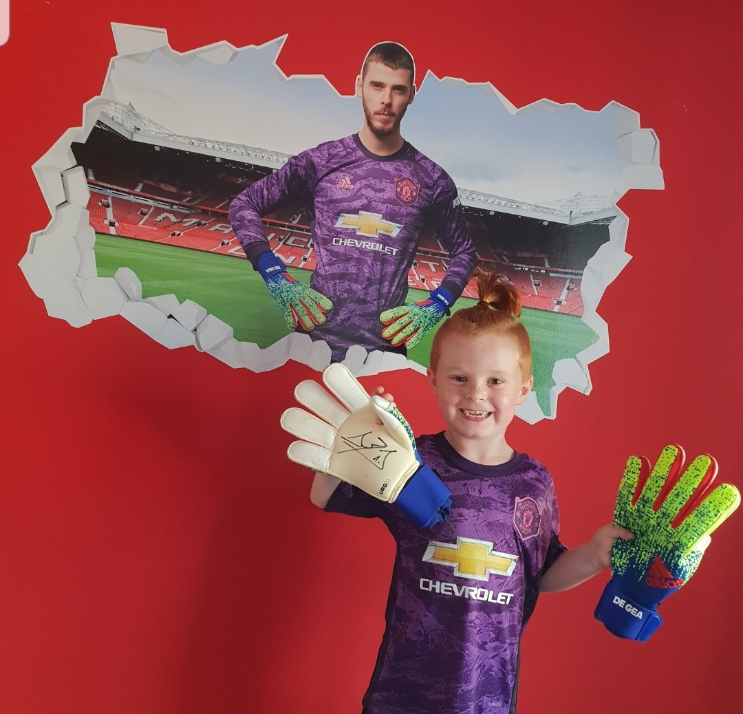 A big special thank you to @D_DeGea you never fail to make jeremiahs wishes come true thank you for stopping to see him and wish him happy birthday today it means the world to him 💙⚽️