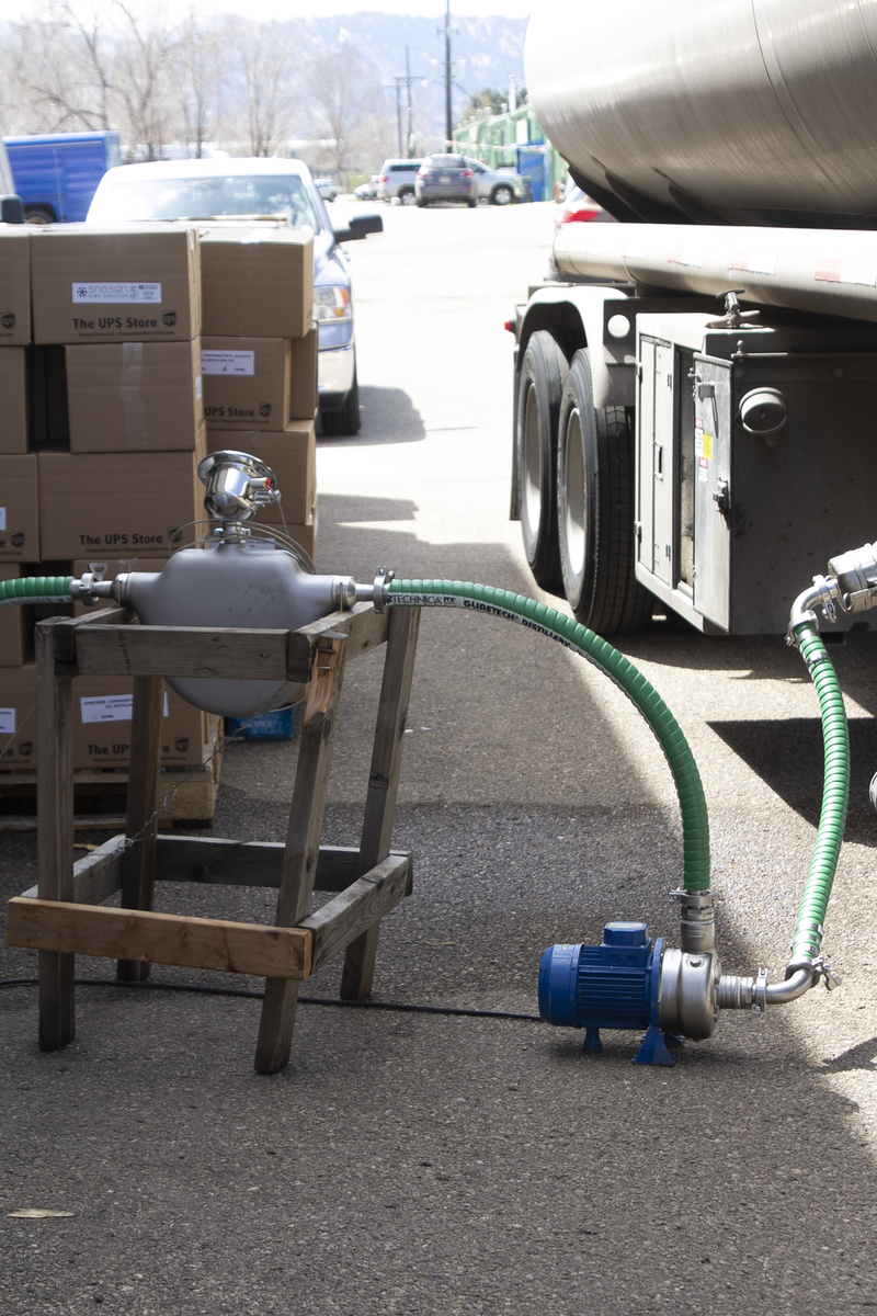 Emerson donated #Coriolisflowmeter meets strict food & drug guidelines as CO distillery swaps from producing spirits to sanitizer to help frontline workers during the #COVID19 pandemic. Check out our case study to find out how teamwork ruled the day! https://t.co/H4NXEyqQK4 https://t.co/PQYELUx4W6