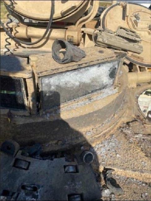 إصابة  دبابة  أبرامز  بنيران دبابة أخرى  خلال تدريبات  للجيش الأمريكي EdhNATEX0AQQBnh?format=jpg&name=small