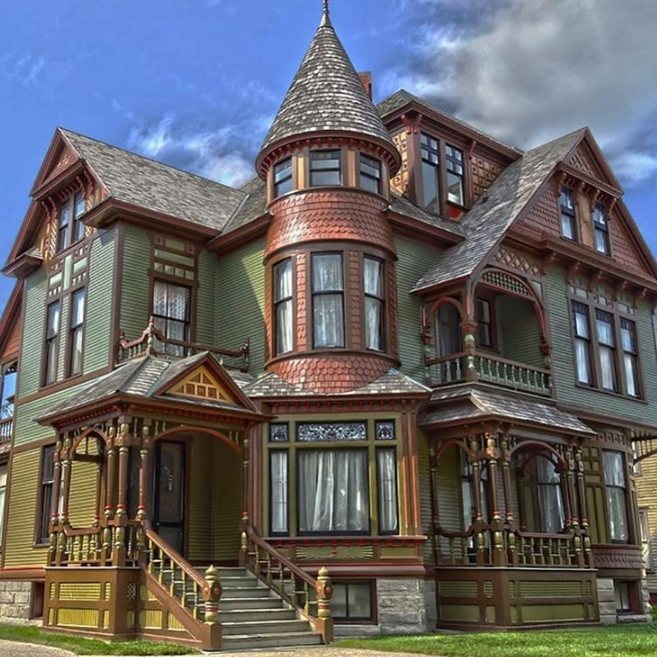 The Hume House is a house located at 472 West Webster Avenue in Muskegon, Michigan. 1888