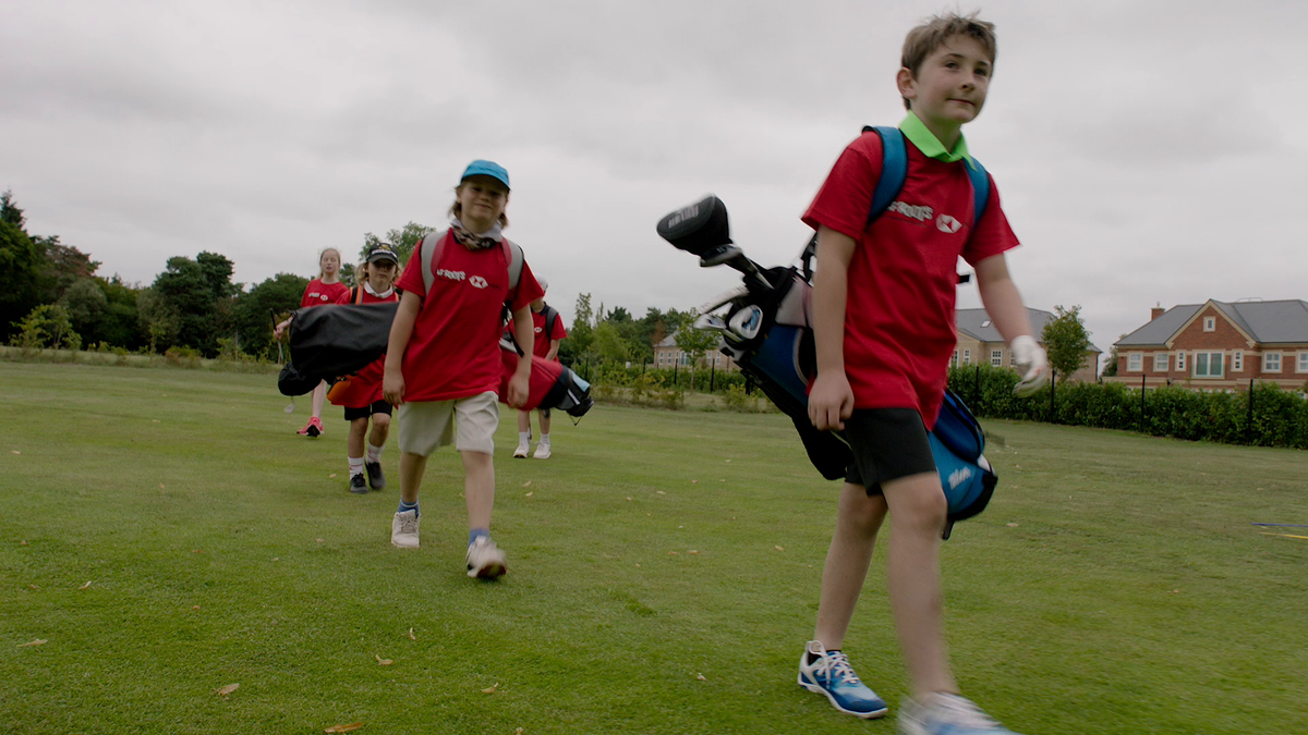 Tim Henman offers tips to the next generation as part of the @GolfRootsHQ #GolfisOpenforKids campaign. @TimHenmanFDN @FrilfordHeathGC #HSBCGolf #GolfFoundation #GolfisOpenforKids