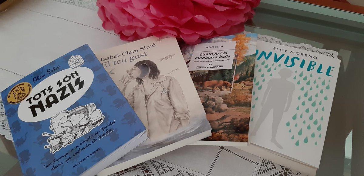 Avui hem recollit el premis del concurs del #SantJordiaCasa. Un ventall de llibres molt interessants i que compartirem amb molt de goig! Gràcies a @AjRipollet @Culturaripollet @BiblioRipollet! ❤️ PD: si algú té interès per algun que m'ho digui, són per compartir! ☺️✌️ https://t.co/acwNp4xYA8