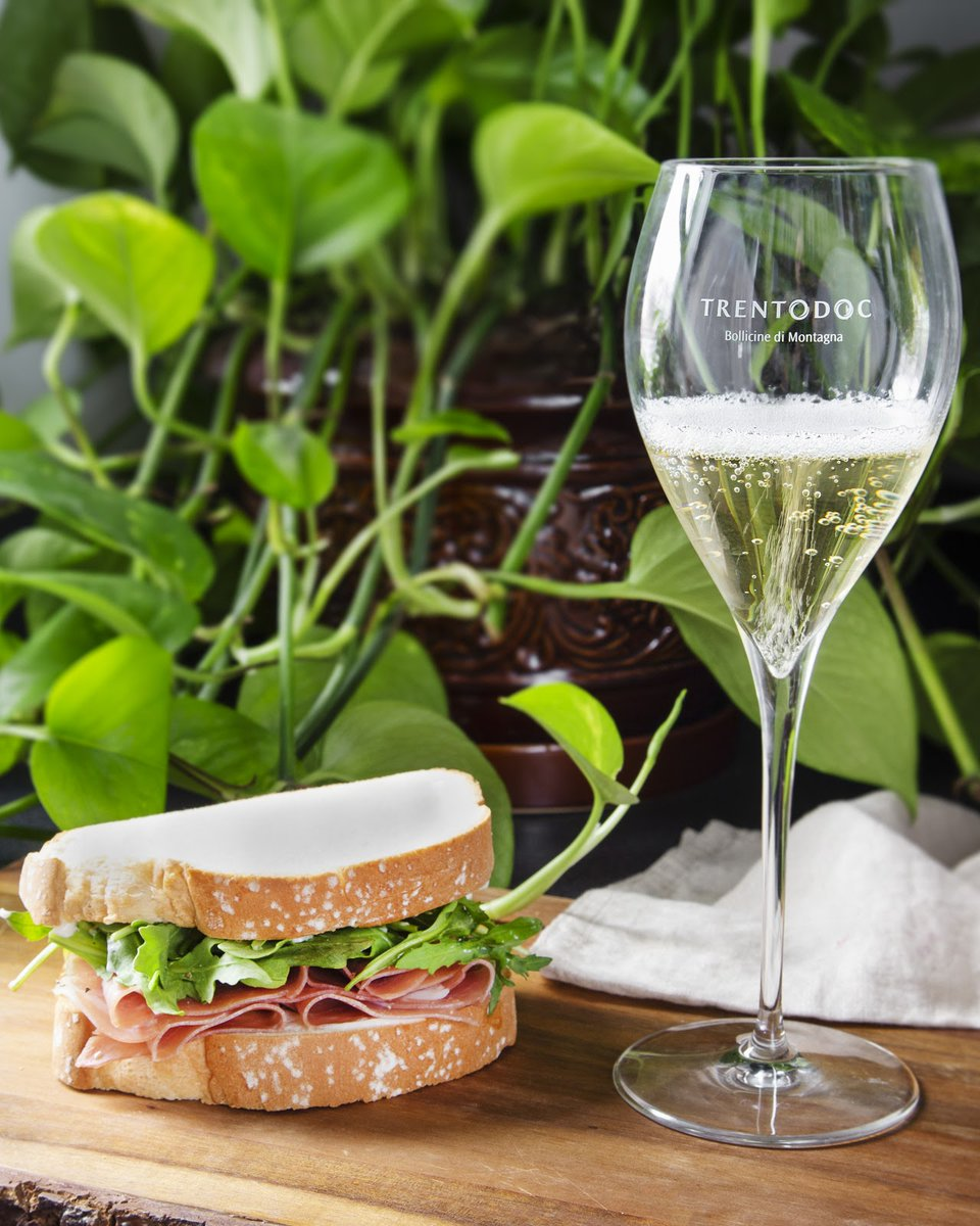 A gourmet sandwich and glass of chilled Trentodoc make for the perfect summer light bite. If you can't get Trentino's carne salada (salt-cured beef), try your own favorite combination of meat and cheese to complement the rich flavors of the Trentodoc sparkling wine. https://t.co/orVeWR21ef
