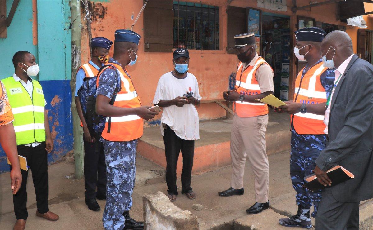 Le District Autonome du Grand Lomé (#DAGL) et l'#ANASAP mènent une guerre sans merci contre les branchements illicites de tuyaux aux caniveaux #Grand_Lomé. https://t.co/NyURbo3SML