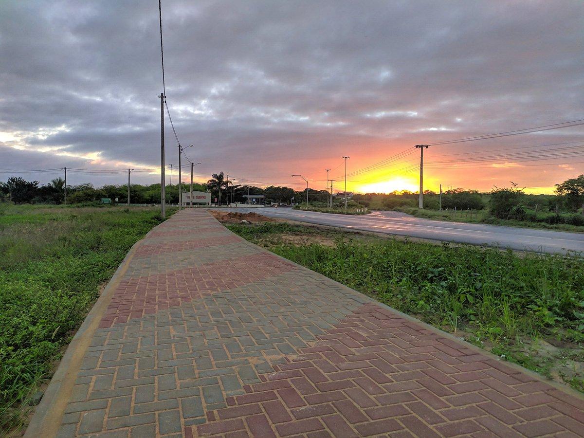 Da caminhada de hoje. #pernambuco #vertentes #amanhecer #solnascendo pic.twitter.com/4hWjqZ5uO9