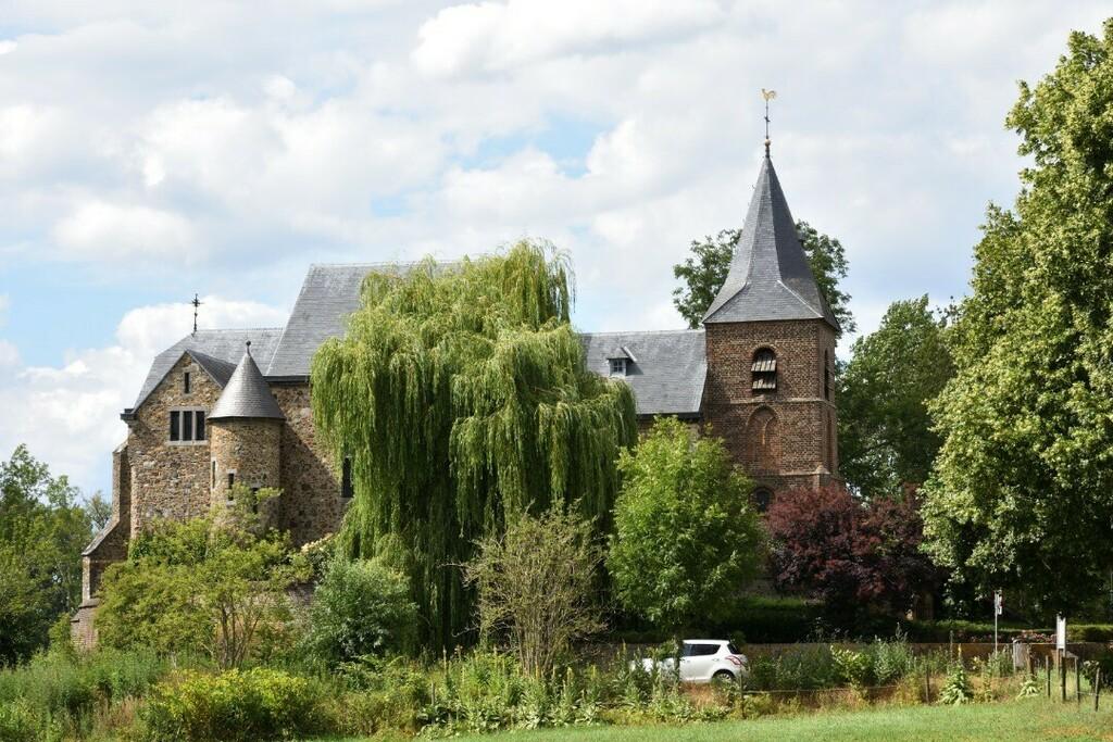 Sint-Dionysiuskerk of Rozenkerk #asselt #swalmen #roermond #limburg #nederland #netherlands #europe #photo #photography #picture #nikon #nikonfoto #nikonphotography #nikonphoto #nikonphoto_ #zoomnl #iamnikon #nikonfotografie #nikonnl #nikkor #flickrfeatu… https://instagr.am/p/CC9YaqQhKd9/pic.twitter.com/UnFO0A6LB9