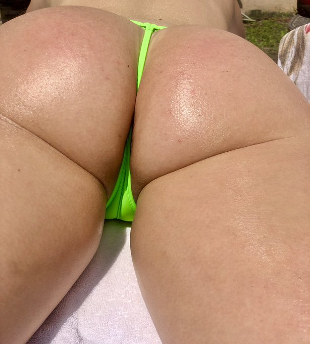 Happy Hump Day! Working on the tan lines! #tanlines #HumpDay #thong #sunshine https://t.co/0gyS1ewAE