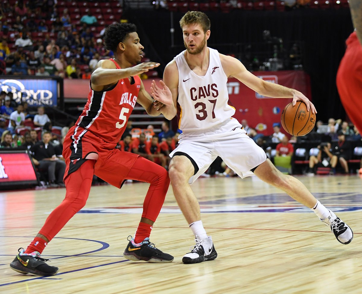 Dean Wade finds confidence in game, makes leap to Cavs after season in G League  Life with a two-way contract wasn't always easy, but it has paid off for Cleveland's rookie power forward out of Kansas State.  @kelseyyrusso tells his story: https://t.co/81QOymf6Sq https://t.co/HeNOJH8RSy