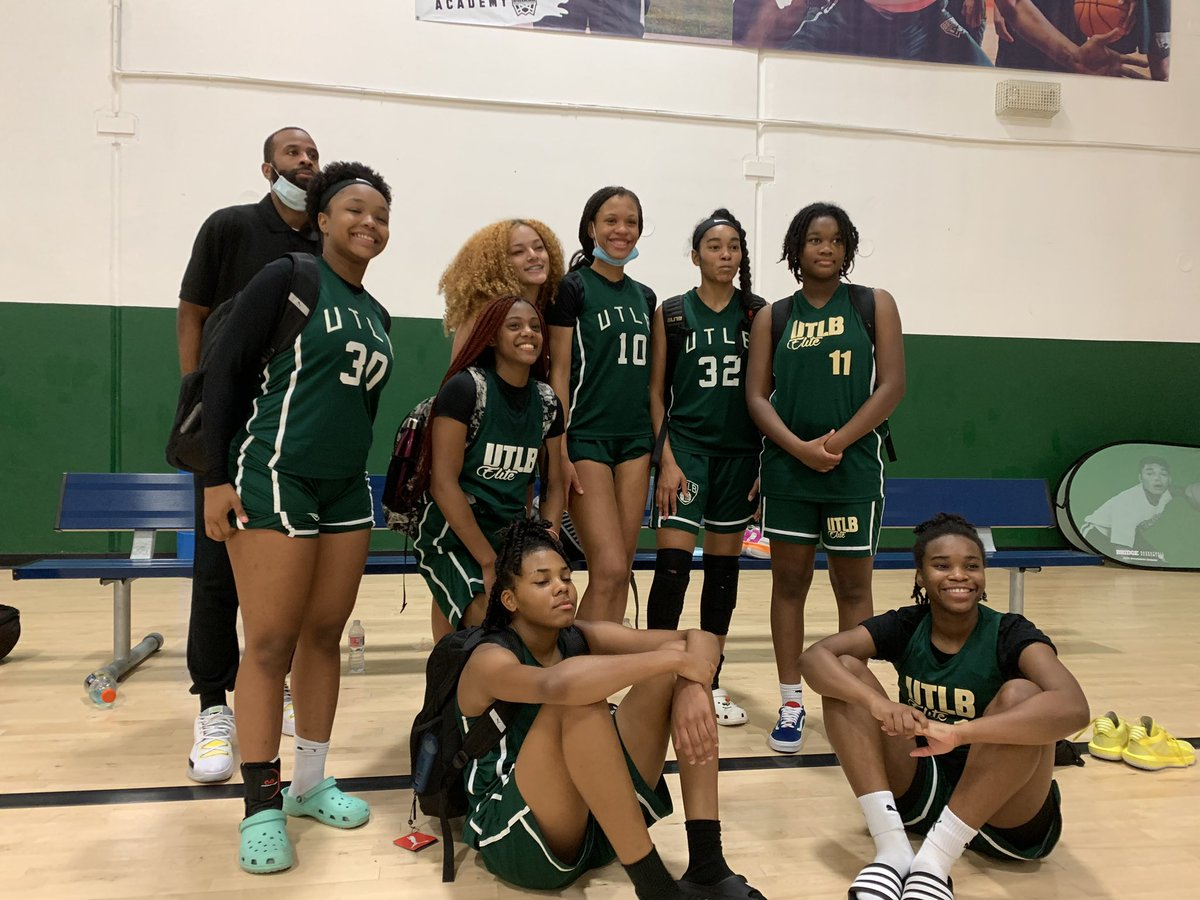 """Congratulations to our SDE Dallas 16U team on going 4-0 at @dfwelite """"Big State Flava Jam"""" this week! Great way to go into @PBRhoops """"Grand Finale"""" this weekend! #PumaKids #NewKidsOnTheBlock #PumaHoops #SDEDallas #SkyDiggElite https://t.co/Nf4GrOrWhU"""