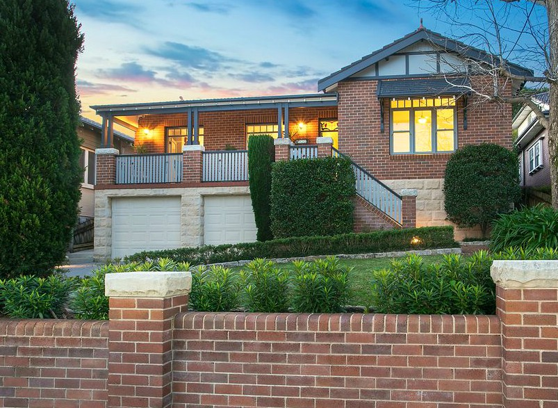 For Sale in 19 Shepherd Road, Artarmon, NSW 2064  Grand family home in peaceful tree-lined street  Click link for more details: https://bit.ly/3eX5uG5  #manly #manlyaustralia #manlyrealty #manlyproperty #manlyrealestatepic.twitter.com/HyZFN2gxxX