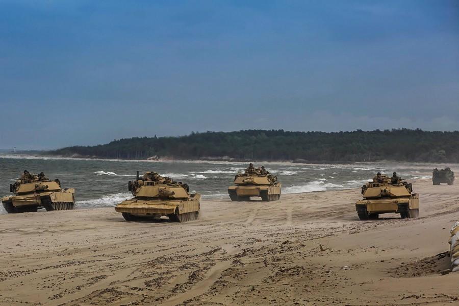 T-90 vs M1A1/2 comparison - Page 4 EdlDm10UEAAkNi1?format=jpg&name=900x900