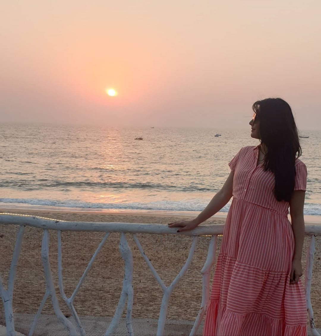So.. i miss the ocean, I miss taking my babies out to the park to play, I miss catching up with my friends.. and so much more!  Yet we need to be safe and responsible so we could do all of this after life gets back to normal  What are u guys missing?  #radhikapandit #nimmaRP pic.twitter.com/cFakox3h3T