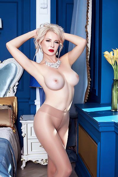 Top 10 hottest 🇬🇧British🇬🇧 Camgirls with Big Tits  https://t.co/JY1ueMwNM6  10. Georgi_Gia 09. miabella29 ... Agree? https://t.co/wBeJ3hNeNJ