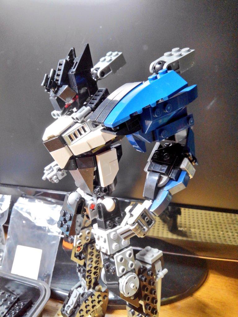 WIP 肩のラインは胴体から綺麗な流線型になるように。。  #LEGO #LEGOmech #レゴ #レゴロボ https://t.co/TJHLqWHSFi