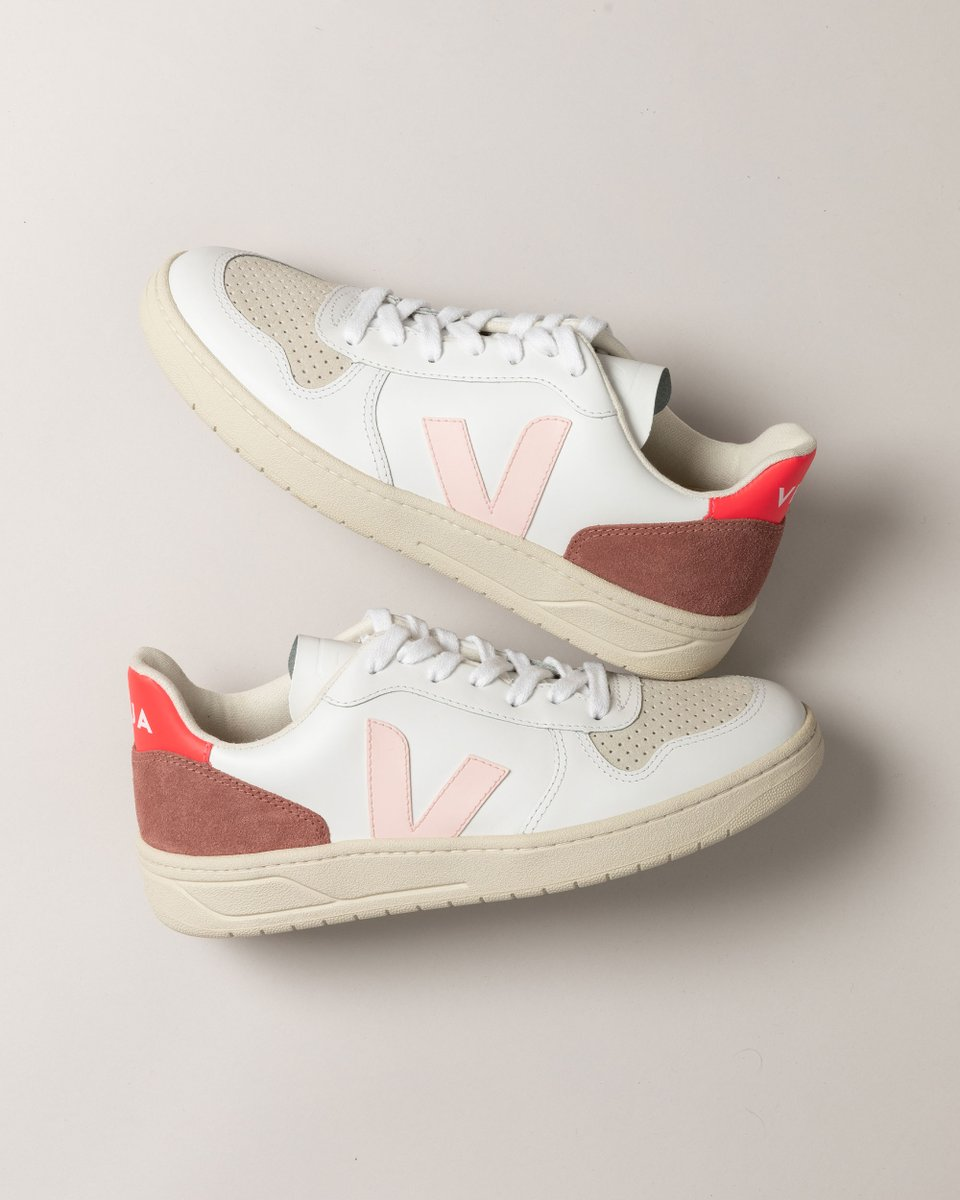 This season will be poppin'.  Our V-10 White Petale Rose are made out of leather, suede, soft lining (33% organic cotton & 67% of recycled polyester) and Amazonian rubber.   Available here: https://t.co/nO9H0GP5E5. #veja #vejav10 https://t.co/RWstZS8w1J