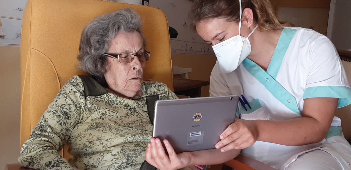 test Twitter Media - Using a grant from LCIF, Lions in France purchased 273 tablets and delivered them to 106 retirement homes. More than 8,000 residents were overjoyed when they were able to talk to, and virtually see, their children, grandchildren, and friends again. https://t.co/LUYTtgWLNC https://t.co/7fFR1jlXix
