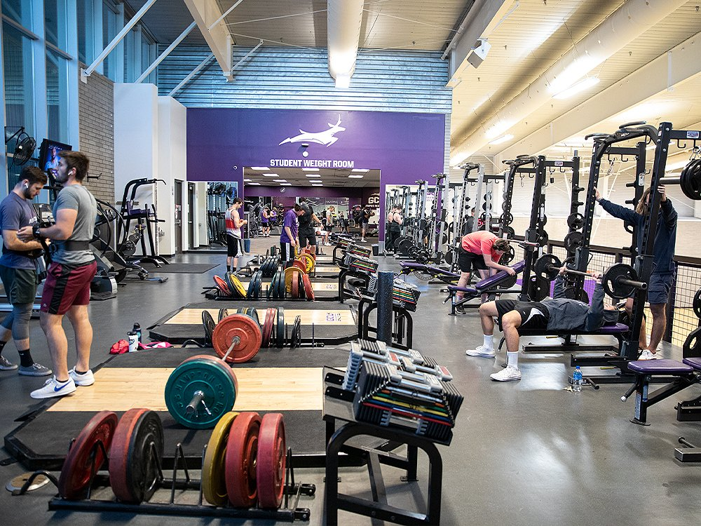"""""""How do you stay in peak shape and retain strength without the use of weights and other convenient cardio equipment"""" if you're either @GCUClubCrossFit or @gcu Powerlifting Club? Here's how:  https://t.co/jUnIaUysub #LivetheLopeLife #LopesRising https://t.co/4iEkgmhaPM"""