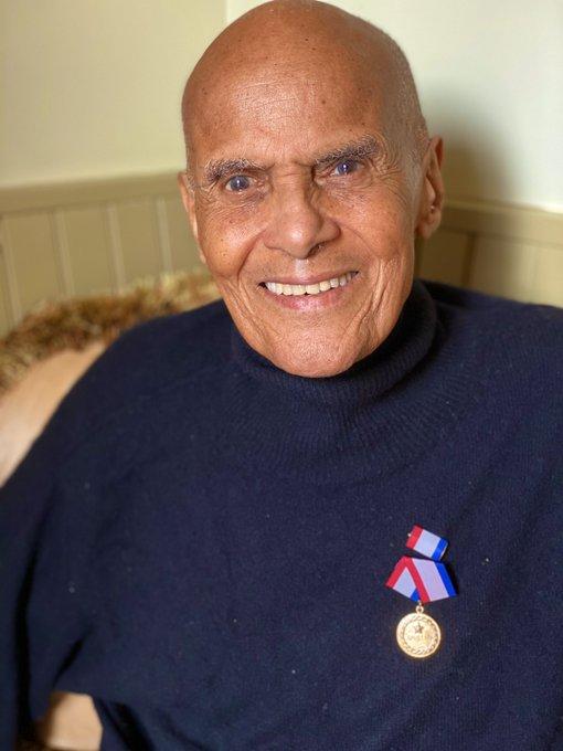 Cuba reconoce solidaridad de Harry Belafonte con Medalla de la Amistad