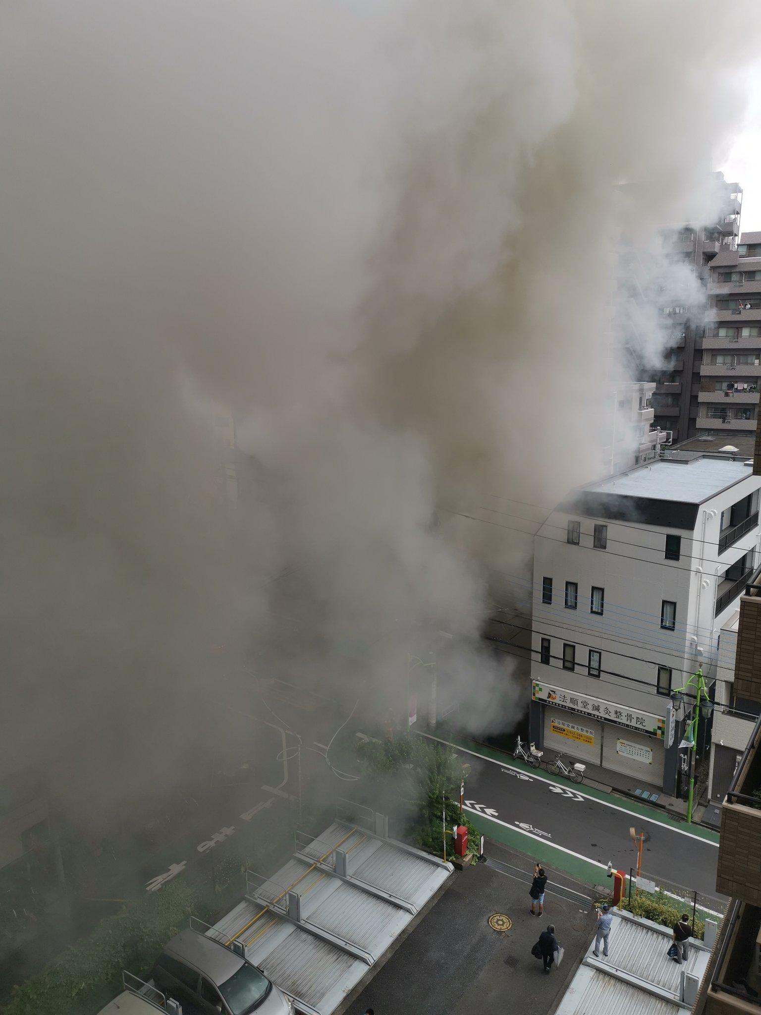 小金井市本町2丁目の建物の火災現場の画像