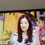 女優の常盤貴子さん、テレビ番組に養生テープを付けて出演!