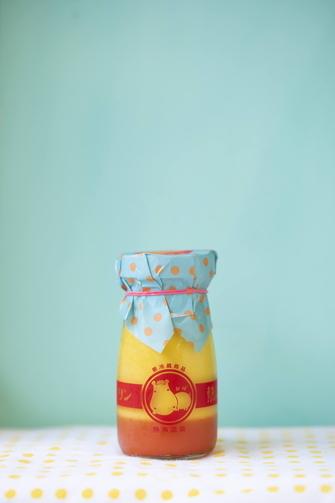 SNSで話題の「熱海プリン」 夏の新メニュー😋☀ ↓ ↓ ↓ 🍮マンゴーとブラッドオレンジの 「真夏のマンゴープリン」 🍹ライチ風味のソーダにちょっぴり塩を加えた 「熱海カラフルソーダ」 🍴一瞬驚くこのビジュアル! 「プリンカレー」  などなど。気になる夏メニューです https://t.co/dt1A2Zojvn https://t.co/3SXXujJual